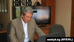 """""""Бүтүн Кыргызстан"""" партиясынын лидери Адахан Мадумаровдун окурмандарыбыз менен интернеттеги түз жыйыны 2011-жылдын 4-майында саат 17:00де соңуна чыкты."""