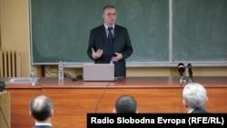 Фехми Скендер, наставник во Општина Центар Жупа.