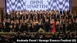 """Final cu aplauze însuflețite al operei prezentate în premieră în România, """"Fata fără umbră"""", de Richard Strauss, sub conducerea muzicală a lui Vladimir Jurowski, la Festivalul Enescu"""