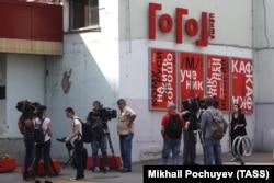 Журналисты у Гоголь-центра