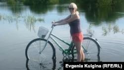 Russia--Khabarovsk.Olga Voronina with bike2