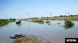 В Северной Осетии разгулявшаяся стихия создала массу проблем- разрушено 26 мостов, уничтожен не один километр дорожного полотна