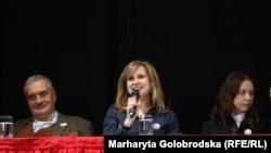 (Зліва направо) Колишній міністр закордонних справ Чехії Карел Шварценберг, чеський депутат у ПАРЄ Крістина Зелєнкова та Віра Савченко