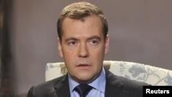 Дмитрий Медведев отвечает на вопросы французских журналистов, 26 ноября 2012 года