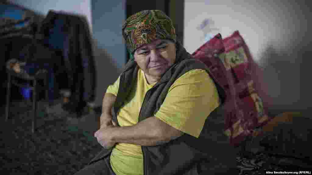 Мати Мер'єм Айше живе з дочкою й допомагає їй у господарстві