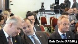 Ravnatelj USKOK-a Dinko Cvitan, ministar pravosuđa Orsat Miljenić i šef delegacije EU u RH Paul Vandoren na skupu o korupciji i medijima, 24. siječanj 2012.