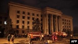 Пожежники біля Будинку профспілок в Одесі. 2 травня 2014 року