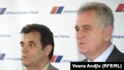 Поранешниот премиер Воислав Коштуница со лидерот на Српската прогресивна партија Томислав Николиќ