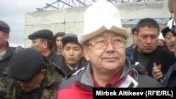Жанторо Сатыбалдиев во время рабочей поездки в Таласскую область. 16 ноября 2012 года