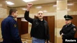 Сергей Удальцов в здании суда