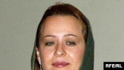 آزيتا حاجيان اين روزها آخرين سکانس های سريال «فتانه» را در دبی بازی می کند که در باره جاسوسی از تاسیسات هسته ای ایران است.( عکس: RFE/RL)