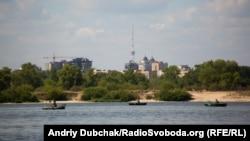 Піщаний берег Дніпра