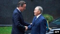 Казак президенти Нурсултан Назарбаев менен британ премьер-министри Девид Кэмерон. 3-ноябрь.