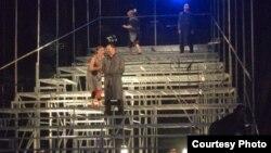 """Претставата """"Просјачка опера"""" од поранешниот чешки претседател, Вацлав Хавел во изведба на Албанскиот театар од Скопје беше прикажана на Охридско лето."""
