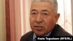 Хасен Дүйсекенов - Жаңаөзен оқиғасы кезінде полицияның атқан оғынан қаза тапқан Атаберген Дүйсекеновтың әкесі. Жаңаөзен, 16 ақпан 2012 жыл.