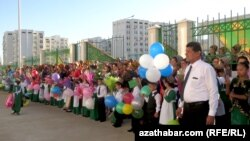 Школьная линейка 1 сентября, Ашхабад (архивное фото)