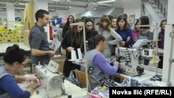 Učenici će raditi do šest sati dnevno; Foto: učenici u jednoj od fabrika u Srbiji
