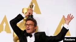 """Bu il """"Ən yaxşı xarici film"""" nominasiyasında """"İda""""sı ilə qalib olmuş Pawel Pawlikowski."""