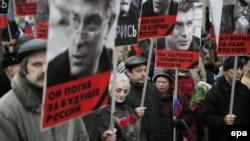Маркум Борис Немцовду эскерүү жүрүшүнө чыккандар. Москва, 1-март, 2015-жыл.