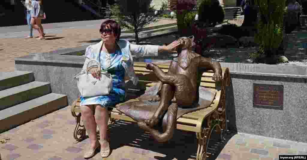 Скульптура«Йошкин кот» – подарок Сиферополю от администрации российского города Йошкар-Ола