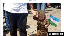 Самый маленький участник акции «Бессмертный полк» в Ташкенте, 9 мая 2016 года.