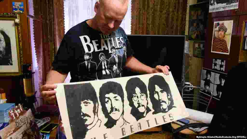 «Бітломан» почав збирати свою колекцію ще у 1980-ті роки. Це його перший плакат із The Beatles – надрукований ще на радянській електронній обчислювальній машині. В 1980 році Тимур виміняв його на упаковку фломастерів у однокласника. Пізніше батько Тимура заретушував контурний плакат вручну.