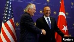 وزیر خارجه ایالات متحدۀ امریکا با همتای ترکی اش