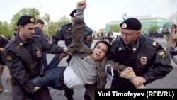 2012-ci ilin 6 mayında Putinin prezidentliyiə qayıtmasına etiraz edən 400 nəfər saxlanmışdı