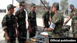 Ադրբեջանական բանակի զինծառայողները զորավարժության ժամանակ, արխիվ