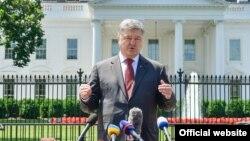 Петро Порошенко після зустрічі з Дональдом Трампом у Білому домі поспілкувався з журналістами