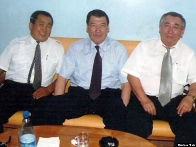 Темиртас Тлеулесов, общественный деятель Балташ Турсумбаев и диссидент Каришал Асан-Ата. Фото из его книги «Шымкентская мафия». Алматы, 1999 год