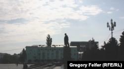 По мнению участника акции, председателя Союза общественных объединений «Отечество» Нели Раджабовой внесудебные расправы и похищения людей в Дагестане приняли массовый характер