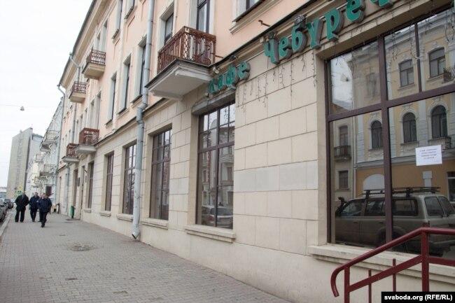 Дошку зьбіраюцца ўсталяваць тут, на доме 9 па вуліцы Валадарскага, дзе 25 сакавіка 1918 году абвясьцілі незалежнасьць БНР
