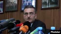 Armenia -- Member of the Constitutional Reform Commission Vardan Poghosian at a press conference. 17July, 2015