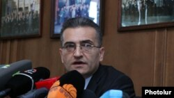 Член специальной комиссии по конституционным реформам Вардан Погосян на пресс-конференции (архив)