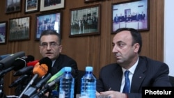 Armenia -- Members of the Constitutional Reform Commission Vardan Poghosian (L) and Hrair Tovmasian at a press conference. 17July, 2015