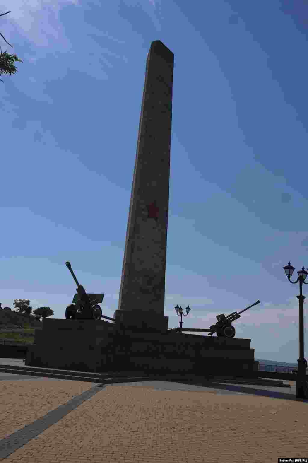 Обеліск слави. Радянський пам'ятник, відкритий у жовтні 1944 року. Присвячений військовим, які визволяли Крим від німецьких загарбників у роки Другої світової війни.