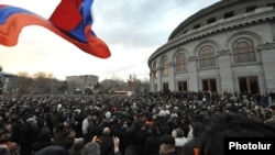 Armenia - Thousands of people demonstrate in Yerevan in support of opposition presidential candidate Raffi Hovannisian, 28Feb2013.
