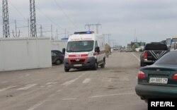 Українська швидка на КПВВ в Мар'їнці (ілюстраційне фото)