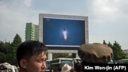 Imagini televizate cu testul cu rachetă din 29 august în apropiere de o gară din capitala nord-coreeană, 30 august 2017