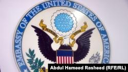 АҚШ-тың Ауғанстандағы елшілігінің белгісі. Ауғанстан, Кабул, 1 қаңтар 2011 жыл.