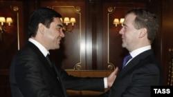 Türkmenistanyň prezidenti Gurbanguly Berdimuhamedow we Orsýetiň prezidenti Dmitriý Medwedew Gorkide, 23-nji dekabr.