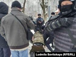 Единственный случай сопротивления при задержании в Пскове 31 января