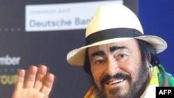 لوچانو پاواروتی در سال ۲۰۰۶ ميلادی زمانيکه پزشکان پلی کلينيک مودنا به او اطلاع دادند که به سرطان پانکراس مبتلاست، تصميم به ترک صحنه گرفت