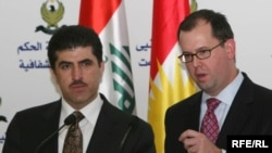 نيجيرفان البارزاني رئيس الوزراء في حكومة اقليم كردستان مع جورج بروكوب ممثل شركة ( pwc) الامريكية