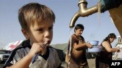 Грузины из Южной Осетии и прилегающих к ней сел живут в тбилисских школах и детских садах, а также в спешно организованных палаточных городках
