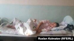 Нурайым Шайбекова в больнице.