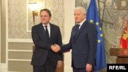 Evropski komesar za proširenje Oliver Varhelji i crnogorski premijer Duško Markovič, Podgorica, 7. februar 2020.