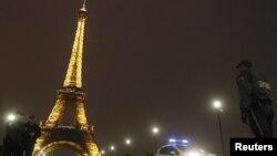 Ілюстраційне фото: одна з попередніх евакуацій Ейфелевої вежі