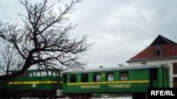 Повний маршрут із зупинками «Карпатський трамвай» зазвичай проходить за вісім годин — від 10:00 до 18:00. З Вигоди через Ширковець, Старий та Новий Мізунь, Дубовий кут, Солотвино, Миндунок і Соболь — до урочища Магура.